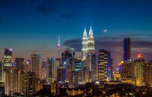 Malaysia-Moonrise_over_kuala_lumpur